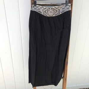 Black and white American Eagle maxi skirt